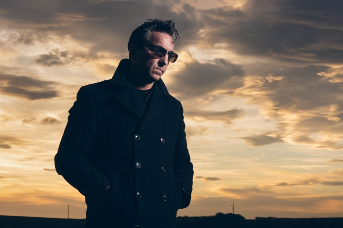 Richard-Hawley-Lead-Image_Credit-Chris-Saunders-690x460